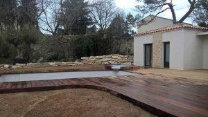 plage piscine terrasse bois vergeze