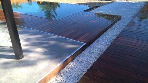 Terrasse et tour de piscine en bois