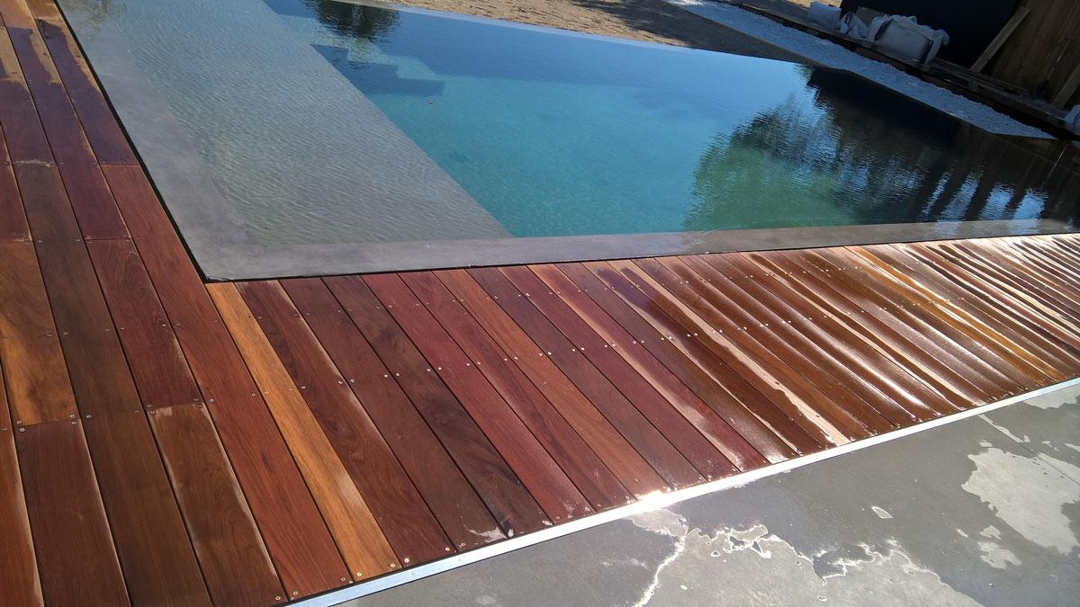 terrasse-bois-exotique-piscine